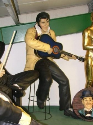 Elvis Style Singer Seated With Guitar Life Size Jr 1512