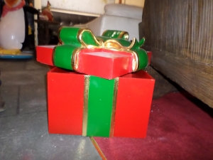 Gift Box With Green Ribbon (JR 2761)