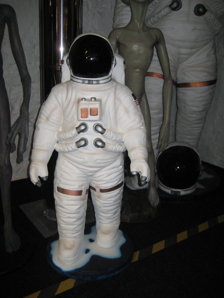 Astronaut 3ft (JR 1828) - The Jolly Roger - Life Size 3D ...
