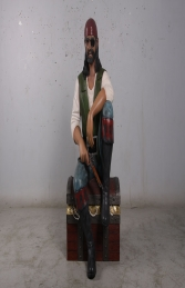 Pirate sitting on chest (JR 180182) - Thumbnail 01