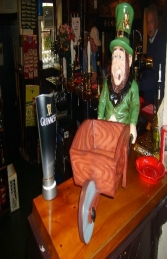 Leprechaun with Wheelbarrow (JR ST5162) - Thumbnail 03