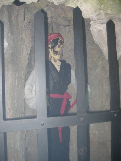 PIRATE IN CAGE